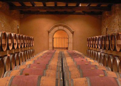 Chai de vieillissement stockage vin en fûts de Chêne - Château Labertrande