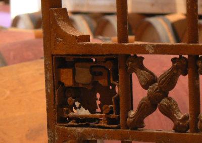 Chai de vieillissement tonneaux et fûts de chêne - chateau Labertrande serrure